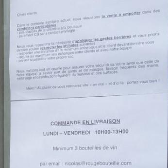 Détaild e la photographie précédente : affiche indiquant les conditions de la vente à emporter et des livraisons